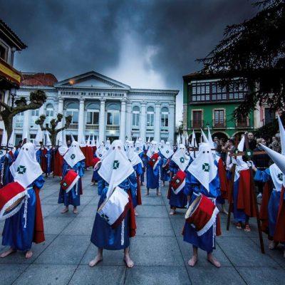 Formación de la Cofradía antes del inicio de la procesión